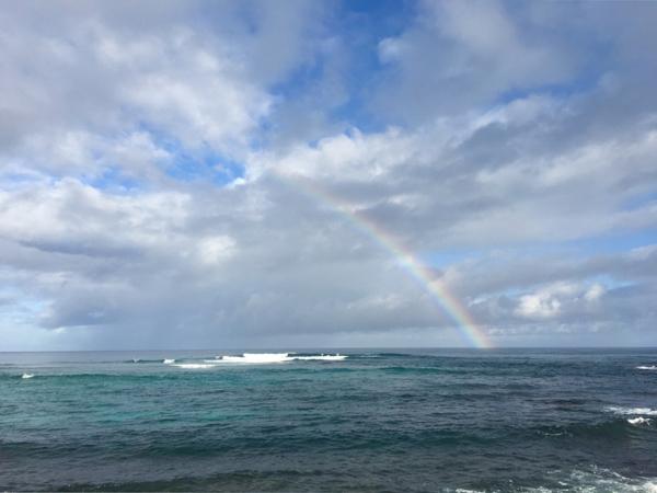 ハワイの虹がかかっている海