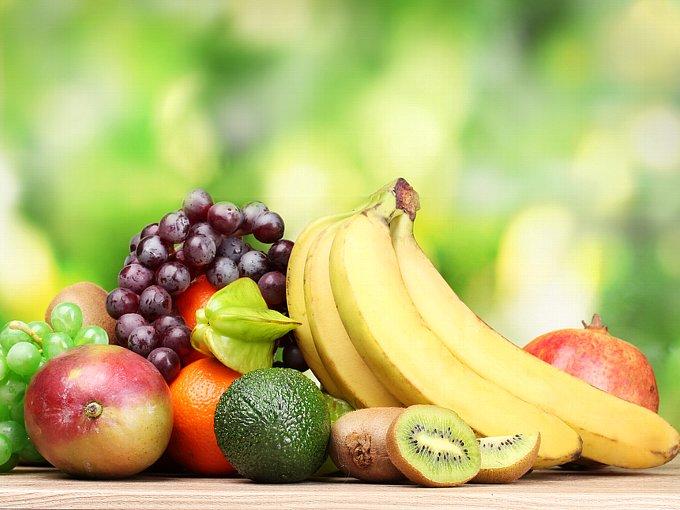 バナナやぶどうなどたくさんのフルーツがある