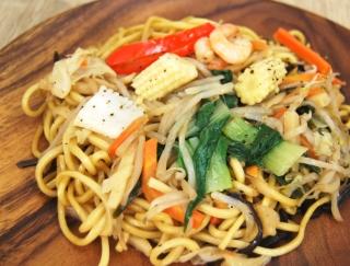 コリコリ食材が勢ぞろい! 野菜の素朴な味が楽しめる「彩り野菜の上海焼そばあっさり醤油味」