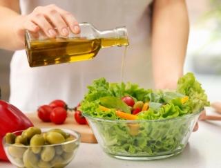 「オリーブオイル」「MCTオイル」「エゴマ油」…本当に体に必要な油はどれ?
