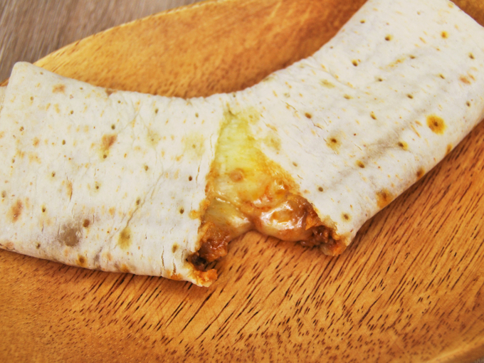 お皿に移した「ブリトー 肉たっぷりタコスミート」のアップ画像