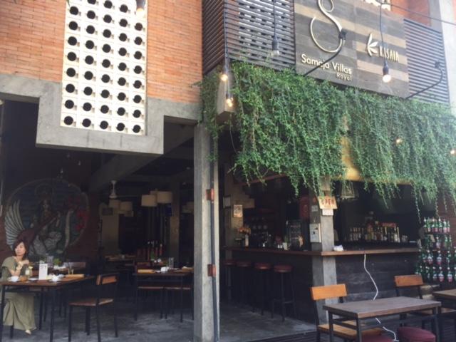 バリ島の『ロイヤルサマジャヴィラズ』のカフェ