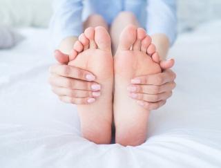 医師が実践!素足に自信がつく、臭い対策と足先ケアのコツ