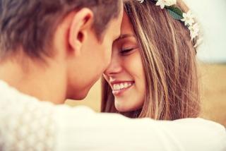 愛情に満ちた表情をしている女性