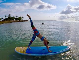 ハワイの海を全身で感じられる最新スポーツ「SUPヨガ」に挑戦!