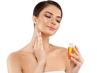70%の女性が選んでいる美容法とは!? 最近人気の「オイル美容」の方法