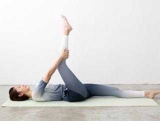 朝から体が重いときは、筋肉をほぐす疲労回復ストレッチが有効!