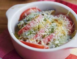 簡単おつまみレシピ!トマトとオイルサーディンのチーズ焼き