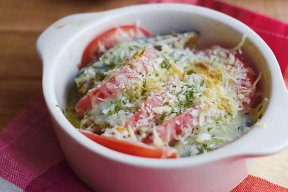 オイルサーディンとトマトのチーズ焼き