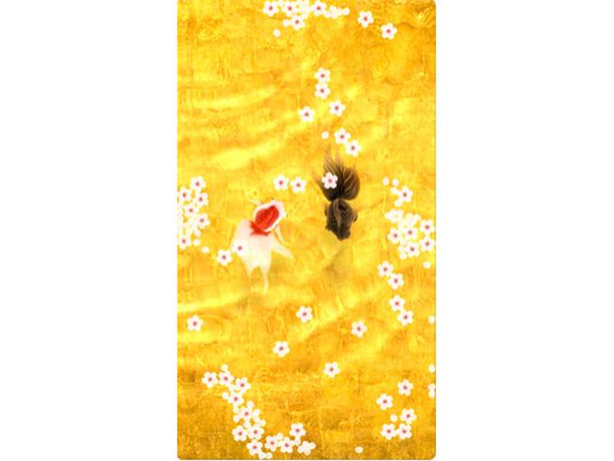 金色に光る水面を金魚が泳いでいる画像