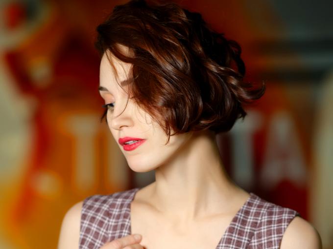 トップの髪にボリュームがある女性