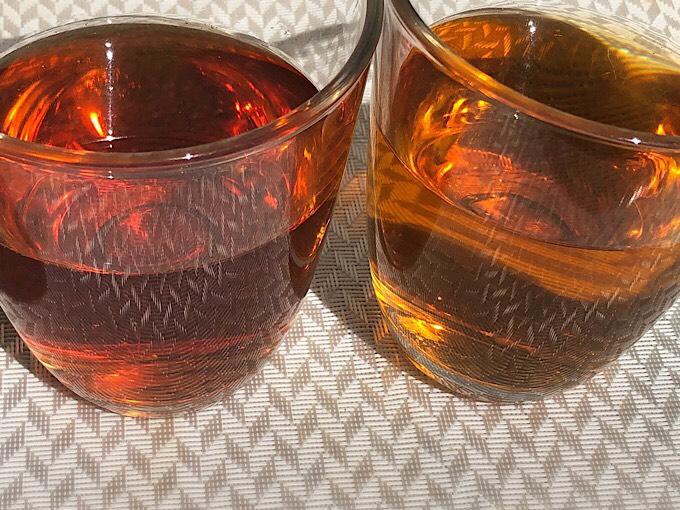 「午後の紅茶 デカフェ ストレートティー」と「午後の紅茶 ストレートティー」