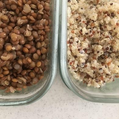 ゆでたキヌアとレンズ豆
