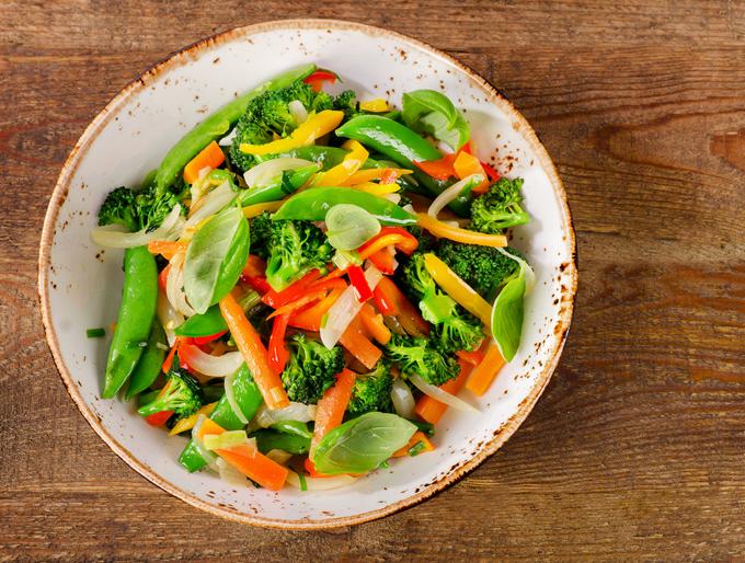 お皿に乗った野菜
