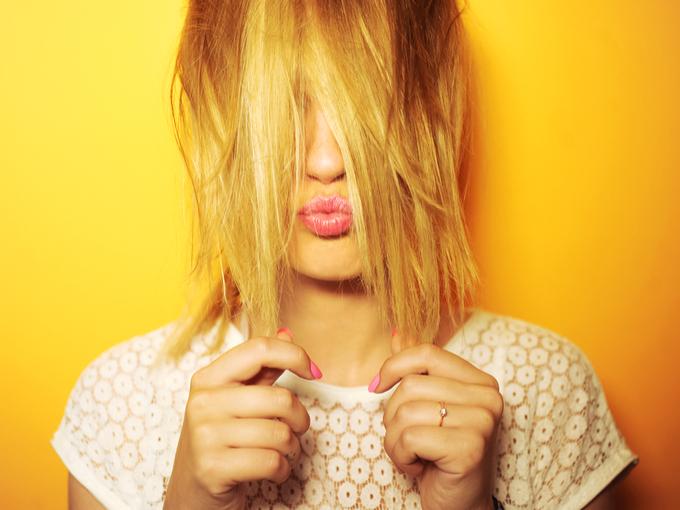髪色が明るい女性