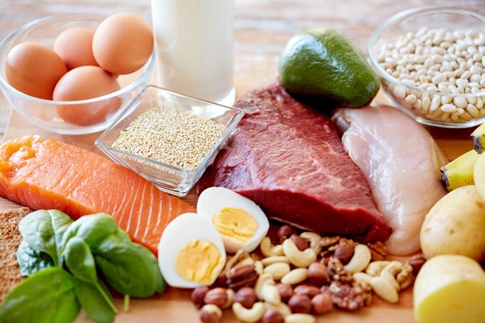 肉、魚、卵などの食材の画像