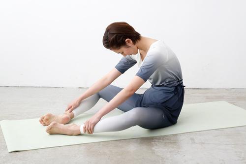 背骨周辺の筋肉をほぐすストレッチの姿勢2