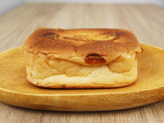 お皿に移した「チーズタッカルビパン」の画像