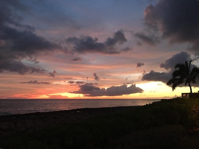 ハワイの海夕焼け