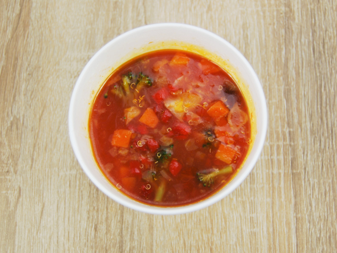 容器のふたを外した「イタリア産トマトのミネストローネ」の画像