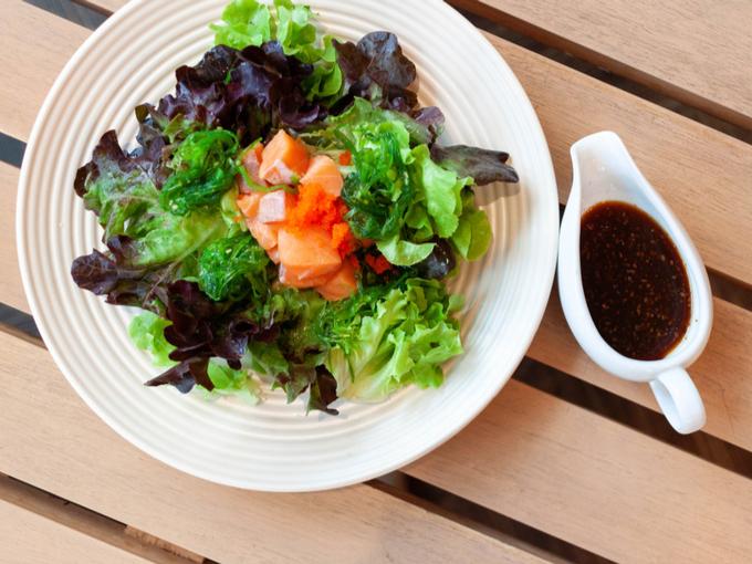 野菜と海藻のサラダ