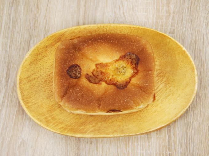 お皿に移した「チーズタッカルビパン」を上から撮った画像