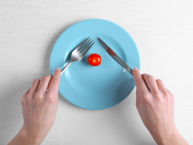 プチトマトだけがおかれた皿