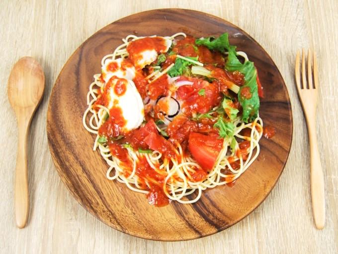 お皿に移した「1/2日分野菜冷たいパスタ蒸し鶏とトマト」の画像