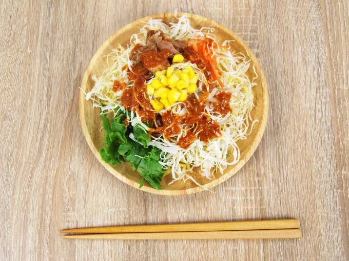 お皿に移した「花椒香る! 焼豚のラーメンサラダ」の画像