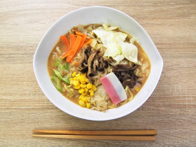 お皿に移した「1食分の野菜ときのこのちゃんぽん」の画像