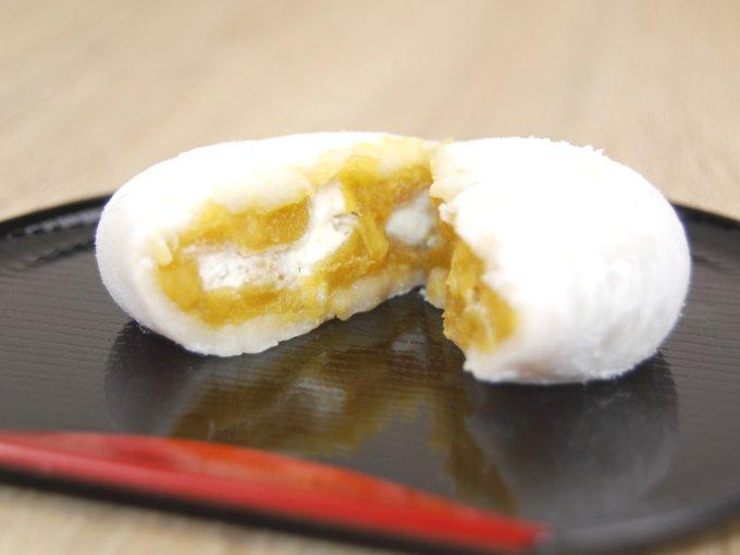 半分に割った「鹿児島県産安納芋の純生クリーム大福」のアップ画像
