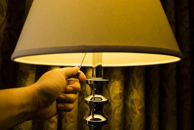 明かりを消す