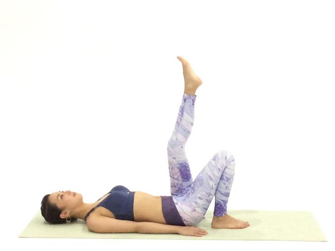 片膝を上げる