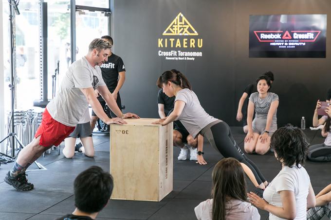 腕立てができない女性は器具を使ったりとレベルに合わせたトレーニングを提案してくれます