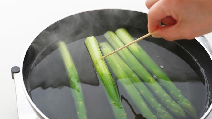 竹串をさす