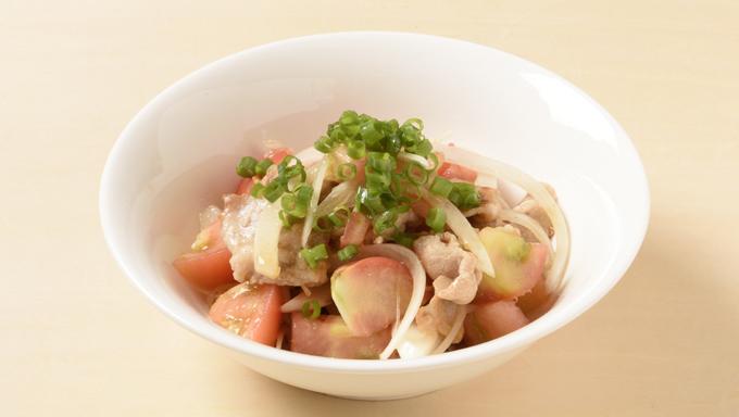 トマトとタマネギのサラダ 豚肉ソース