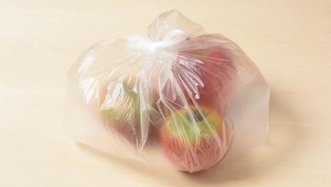 実は未熟なトマトにも、エチレン感受性が高い(=エチレンによって熟成が進みやすい)、という特性があります。エチレンをたくさん出すりんごと一緒に、未熟なものを保存用ビニール袋に入れておけば、食べごろになるのを早めることができます。