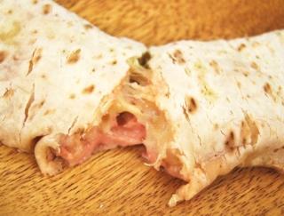 明太子マヨソースとチーズが最高にマッチ!じゃがいもたっぷりの「ブリトー明太じゃがチーズ」がセブンから新登場