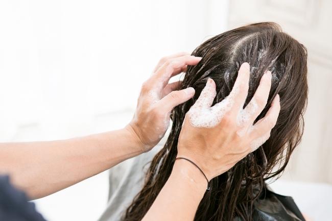 予洗いされている女性