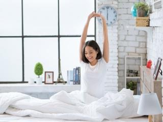 朝スッキリを目覚める女性