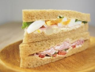 具がビッシリ詰まっていて食べ応えバツグン!ファミマの新作「全粒粉サンドハムと野菜サラダ」