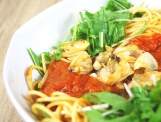 魚介のうま味がじゅわ~っとあふれるセブンの新作「1/2日分野菜パスタ あさりと水菜のボンゴレ」