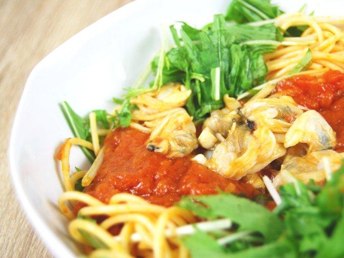 お皿に移した「1/2日分野菜パスタ あさりと水菜のボンゴレ」のアップ画像