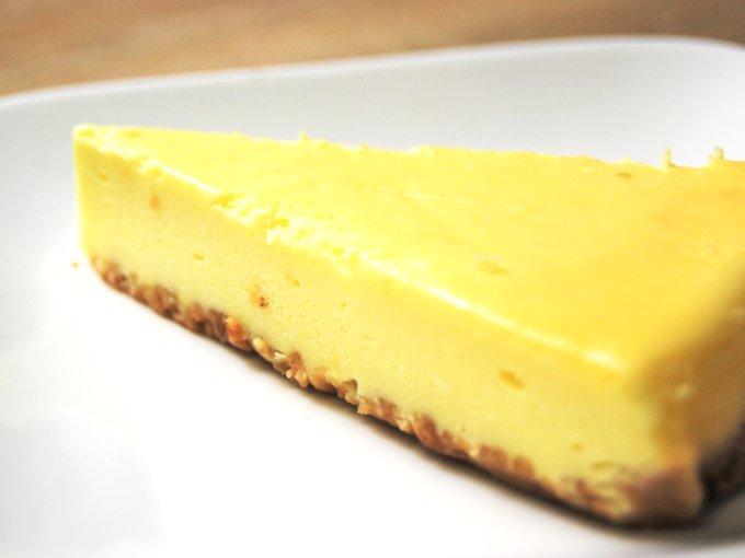お皿に移した「ベイクドチーズケーキ」のアップ画像