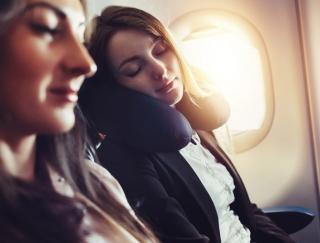 飛行機内でのストレスにさようなら!? 気圧変化で起こる耳詰まりの予防と対処方法