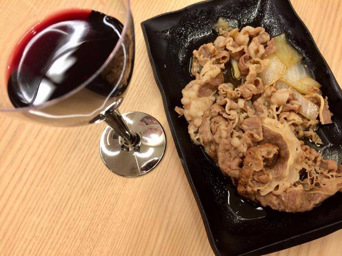 吉のみの牛皿と赤ワイン