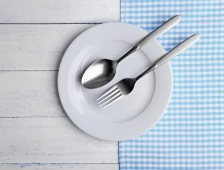 食器を変えるだけで100kcalカット!?ムダ食いを防いでやせる「食べテク」