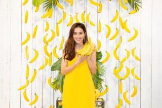 バナナを手にする中村アンさん