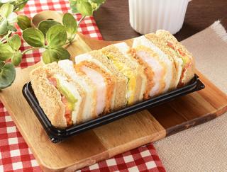 プリプリの海老を堪能できる!コンパクトな3種類のサンドイッチが入ったローソンの新作「海老カツと野菜BOX」