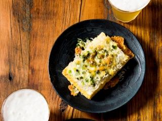 厚揚げとしらすのチーズ焼きとビール